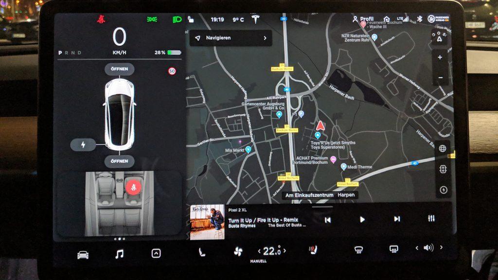 Tesla Model 3 Tag 1 Bildschirm (dunkel)