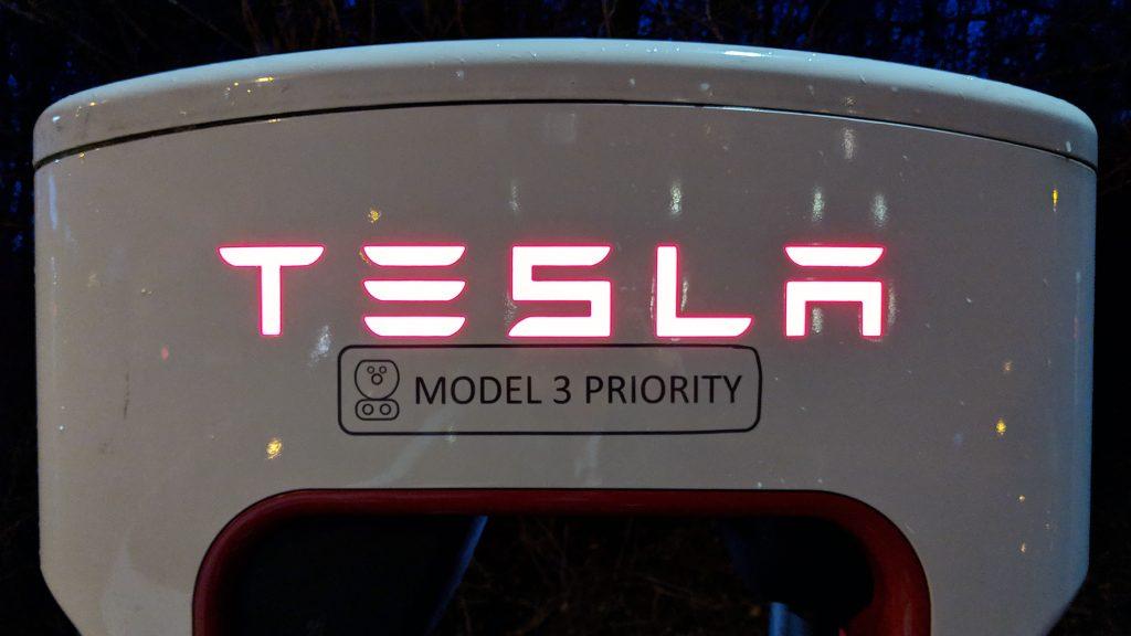 Tesla Supercharger mit Model 3 Priority
